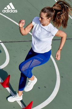Keep your head in the game. These women's warp knit tights keep you dry, comfortable and moving freely through your training session. Made of super-stretchy fabric, our one-piece knitted construction and compression fit offers you the perfect mix between style and support.