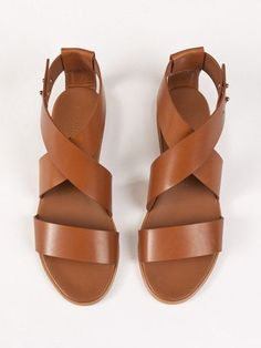 Sandals Summer Common Projects Cross Strap Sandal - There is nothing more comfortable and cool to wear on your feet during the heat season than some flat sandals. Keds, Strap Sandals, Flat Sandals, Shoes Sandals, Simple Sandals, Summer Sandals, Grunge Style, Soft Grunge, Vans Authentic