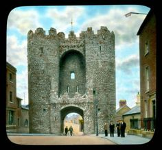 This amazing collection of colourised photographs of Ireland sceneries was taken by an American photographer Branson DeCou Old Pictures, Old Photos, Irish Culture, Digital Archives, Tower Bridge, 1930s, Barcelona Cathedral, Ireland, The Past