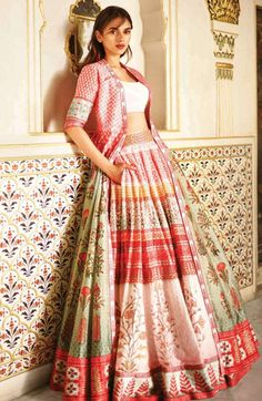 43 Ideas For Wedding Guest Outfit Indian Salwar Kameez Indian Fashion Dresses, Indian Bridal Outfits, Indian Gowns Dresses, Dress Indian Style, Indian Designer Outfits, Indian Gown Design, Pink Fashion, Vintage Fashion, Womens Fashion