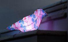 Das neue stimmungsvolle Licht von Alessi in Form eines Vogels - ideal für Kinderzimmer oder den Eingangsbereich.
