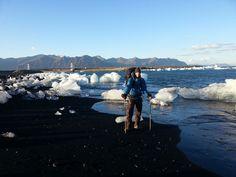 Jahr: 2013 | Highlight-Produkt: Meine Karl G-1000 Trousers von Fjällräven. Gekauft für eine winterliche Radtour durch Tschechien, begleitet sie mich seitdem - heiß geliebt - auf diversen Touren durch sämtliche Länder... wie hier durch den isländischen Sommer am Jökulsárlón. Eingereicht von Felix K.
