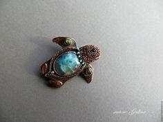 sea turtle. Brooch with larimar (autore Galina)
