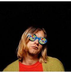 Kurt molly's lips.