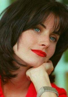 Courteney Cox, young and beautiful, Monica Geller. Friends Moments, Friends Show, Pretty People, Beautiful People, Beautiful Women, Soft Natural Makeup, Monica And Chandler, Courtney Cox, Yvonne Strahovski