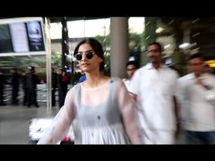 Sonam Kapoor looks GORGEOUS at Mumbai airport.