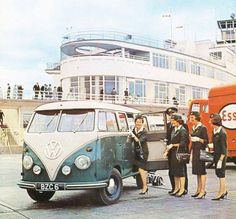 Aer Lingus cabin crew on the Dublin Airport tarmac. Volkswagen Transporter, T1 Bus, Volkswagen Bus, Vw T1, Vw Camper, Campers, Split Screen, Dublin Airport, Vw Vintage
