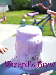 Wizard's Brew is so fun to do with kids of all ages. This is an excellent homeschool science project kids will love doing with you! Preschool Science, Science For Kids, Science Activities, Preschool Activities, Babysitting Activities, Science Experiments Kids, Preschool Learning, Teaching Science, Early Learning