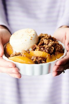 Peach Crisp - Made with Frozen Peaches - Topped with Streusel Homemade Desserts, Best Dessert Recipes, Sweets Recipes, Easy Desserts, Delicious Desserts, Peach Cobblers, Peach Crisp, Canned Peaches, Apple Crisp Recipes