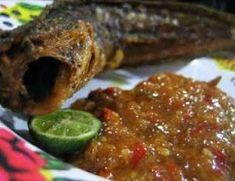 Pecel Lele with spicy peanut sauce Gourmet Recipes, Vegetarian Recipes, Cooking Recipes, Healthy Recipes, Rice Recipes, Healthy Food, Sambal Recipe, Catfish Recipes, Asian Cake