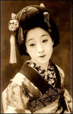 This site has actual photos of traditional Geisha from long-ago. Thought I'd share, as living in Oregon, I know a hick when I see a hick (I'm one) but would love to some day see the world and different countries and their history.