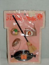 1963 MATTEL BARBIE & MIDGE ACCESSORY PAK w TRAY & GLASSES TV & MORE MINT ON CARD