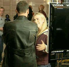 Christopher Eccleston Billie Piper | doctor who happy Billie Piper hug Christopher Eccleston