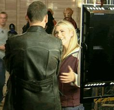 Christopher Eccleston Billie Piper | doctor who happy Billie Piper hug Christopher Eccleston