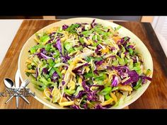Chinese Chicken Salad (Cheesecake Factory Style) Lots of Recipes on this site. Healthy Salads, Healthy Eating, Healthy Recipes, Healthy Life, Healthy Food, Cheesecake Factory Recipes, Asian Recipes, Chinese Recipes, Winter Food