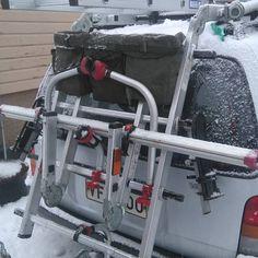 Установка на велобагажник подсумков для хранения ремней крепления,тентов,инструментов. #инструмент#багажник#велобагажник#автомобиль