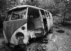 Bastnas Car Graveyard Vw Caravan, Vw Camper, Rust In Peace, Rusty Cars, Abandoned Cars, Volkswagen Bus, Barn Finds, Car Pictures, Cars