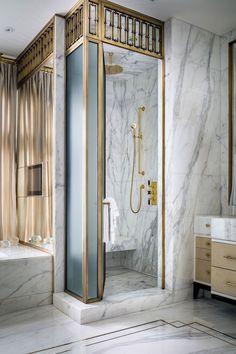 Благодаря винтажным предметам интерьера и единичных элементов мебели и декора выгодно подчеркивается статус владельца