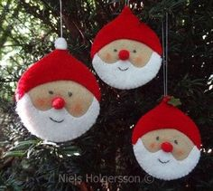 felt Santa ornaments (link is to a Dutch website where these are for sale, but the picture can maybe help me DIY these) Felt Christmas Ornaments, Santa Ornaments, Noel Christmas, Homemade Christmas, Santa Decorations, Ornaments Ideas, Hanging Decorations, Christmas Wreaths, Papa Noel