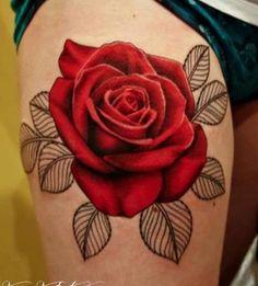 Tatouage de Gros Rose en Couleur Rouge sur la Haut Cuisse d\u0027un Homme