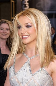 As we all know, Britney Spears was being so popular as a famous singer around the world, especially Britney Spears Outfits, Britney Spears Pictures, Britney Spears Young, Divas, 2000s Makeup, Jamie Lynn Spears, Britney Jean, Famous Singers, Pretty People