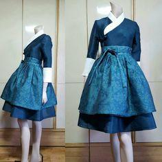 Old school hanbok gets a modernized lift Korean Traditional Clothes, Traditional Fashion, Traditional Dresses, Korean Dress, Korean Outfits, Ao Dai, Modern Hanbok, Mode Inspiration, Asian Fashion