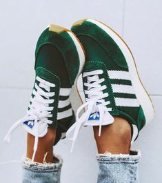 Schuhe - Frauen und ihre Schuhe sneakers,inexperienced,adidas sneakers Accessorizing Your Leather-ba Mode Shoes, Sneakers Mode, Best Sneakers, Sneakers Adidas, Green Sneakers, Green Addidas Shoes, Shoes Sneakers, Green Shoes Outfit, Adidas Sneakers