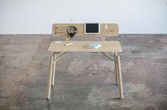 biurko z panelem przybornym on Behance