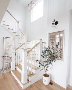 70 Ideas for farmhouse foyer staircase Foyer Staircase, White Staircase, Staircase Design, Farmhouse Interior, Farmhouse Style, Coastal Farmhouse, Farmhouse Ideas, Foyer Decorating, Interior Stairs
