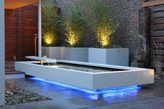 Zwevende vijver met LED verlichting: moderne Tuin door Guy Wolfs Hoveniersbedrijf