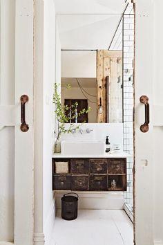 łazienka- trochę może zbyt mocny rustyk, ale jako inspiracja