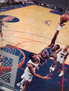 Patrick Ewing shoots over Larry Nance Basketball Pictures, Sports Basketball, Basketball Court, Best Nba Players, Patrick Ewing, New York Knicks, World Of Sports, Back In The Day, Mma