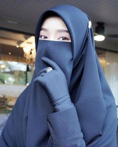 Image may contain: one or more people and closeup Hijab Niqab, Muslim Hijab, Hijab Chic, Anime Muslim, Beautiful Muslim Women, Beautiful Hijab, Niqab Fashion, Muslim Fashion, Hijabi Girl