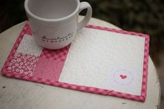 "Mug+Rug+Free+Pattern | These little quilts are called ""Mug Rugs"" and are perfect to host your ..."