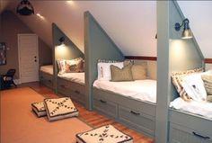 Une autre idée : aménager plusieurs lits pour les enfants ! Crédit photo : Pinterest/diply.com
