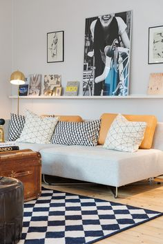First apartments mean a seriously low design budget! That does not mean you can't have great style! Simple furnishings, second hand finds, and simple decor (like this picture ledge) give you a one of a kind space that looks super cool!