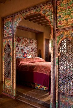 Bohemian bed nook. Beautiful! ..... The Inn of the Five Graces