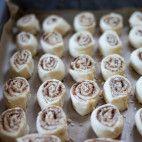 Pľundrové pečivo • recept • bonvivani.sk Mini Cupcakes, Desserts, Food, Basket, Tailgate Desserts, Deserts, Essen, Dessert, Yemek