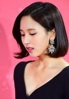 Mina Twice looks so glam in short hair. Nayeon, Sana Momo, Jihyo Twice, Myoui Mina, Dahyun, Thing 1, Glamour, Beautiful Asian Girls, Korean Girl Groups