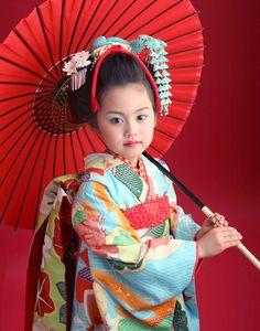 七五三 舞妓スタイル 空色舞妓02 Yukata Kimono, Kimono Japan, Geisha Japan, Japanese Kids, Japanese Costume, Rite Of Passage, Distinguish Between, Japan Art, Japanese Beauty