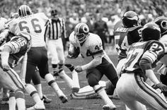 Joe Jacoby leads the way for John Riggins