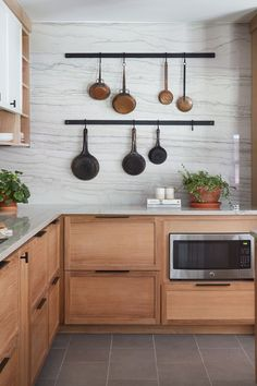 """Kitchen Design Tips from La Pequeña Colina Read all about the """"why"""" behind some of my favorite kitchen design tips in this modern Mediterranean kitchen from HGTV's Fixer Upper episode. Home Decor Kitchen, Interior Design Kitchen, Country Kitchen, Kitchen Ideas, Condo Kitchen, Decorating Kitchen, Kitchen Sinks, Cheap Kitchen, Decorating Tips"""