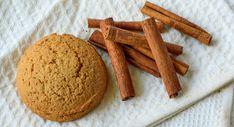 #Gezonde #kaneelkoekjes zijn eenvoudig om te maken. In slechts een paar stappen staan deze koekjes al op tafel! Tevens is dit recept koolhydraatarm. Per koekje zitten er 0,5 gram koolhydraten in. Dat is nog eens genieten! Low Carb Desserts, Low Carb Recipes, Baking Recipes, Healthy Cake, Healthy Treats, Carb Free Snacks, Low Gi Foods, Paleo Cookies, Good Food