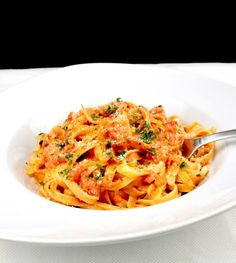 Tagliatelle in einer Tomaten Mozzarella Sauce - Zu Faul Zum Kochen ? Tagliatelle in a tomato mozzarella sauce recipe Saudáveis Veggie Recipes, Vegetarian Recipes, Healthy Recipes, Mozzarella Sauce Recipe, Mozzarella Pasta, Cheese Sauce, Sauce Recipes, Pasta Recipes, Easy Dinner Recipes