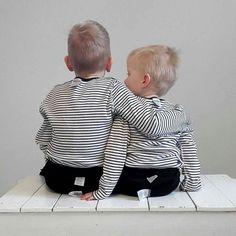 23 Nisan Çocuk Bayramı kutlu olsun! Çocuklarınızın tenine değen giysiler nereden geliyor bilmek istemez misiniz? #giysilerimikimyapti #whomademyclothes  @Regrann from @fash_rev -  Show your label  ask #whomademyclothes? #Repost @marjo_ron  Tässä muina poikina istuskellaan tärkeän asian puolesta. Näistä me ainakin tiedetään että #whomademyclothes ja se on kyllä hyvä juttu se.  #vaatevallankumous #vastuullisuus #noshorganics @noshorganics #whomademyclothes #imadeyourclothes #fashrev #Regrann