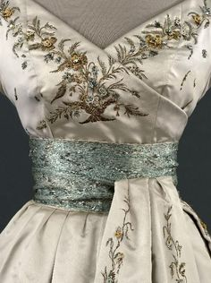 Vintage Dressing Christian Dior 'Soiree Fleury' dress 1955 embroidered silk designer couture fit and flare cocktail dress white aqua blue green cream detail color photo museum quality - Dior Vintage, Moda Vintage, Vintage Mode, Vintage Gowns, Vintage Couture, Vintage Outfits, Vintage Fall, Vintage Clothing, Vintage Party