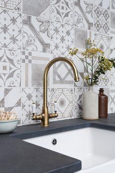 Palladio Grey Mix Decorative & Glazed tiles and Nero Riven Worktop. www.mandarinstone.com