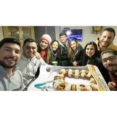 Con los mejores comedores de rosca de reyes del mundo  #selfie #friends #roscadereyes #6deenero #diadereyes