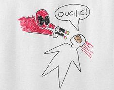 Deadpool T-shirt-Ouchie Zeichnung, Ryan Reynolds, Marvel Superhelden, X-Men, Spiderman, Superman, Mens, Womens, Damen, Kinder, 100 % Baumwolle Abschlag