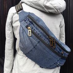reused denim crossbody bag reused denim crossbody bag This image has get 10 . Diy Jeans, Reuse Jeans, Jeans Recycling, Jeans Levi's, Denim Backpack, Denim Bag, Denim Handbags, Denim Crafts, Hip Bag
